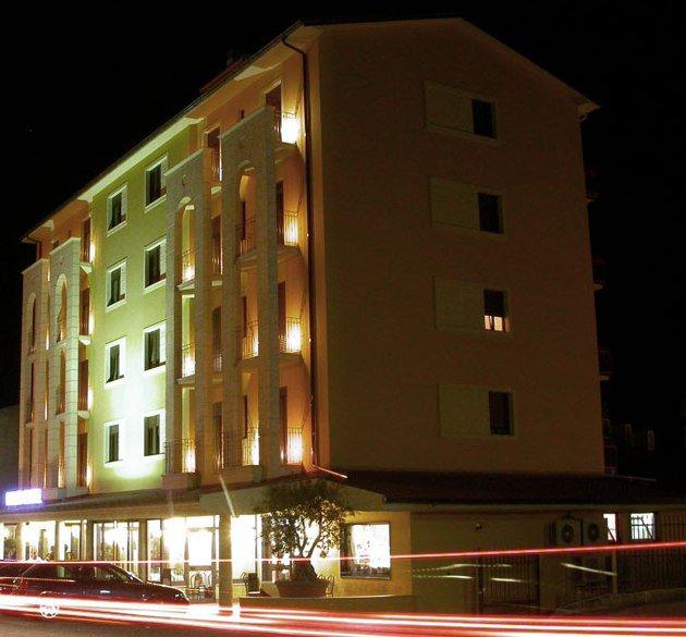 New Dino's Hotel